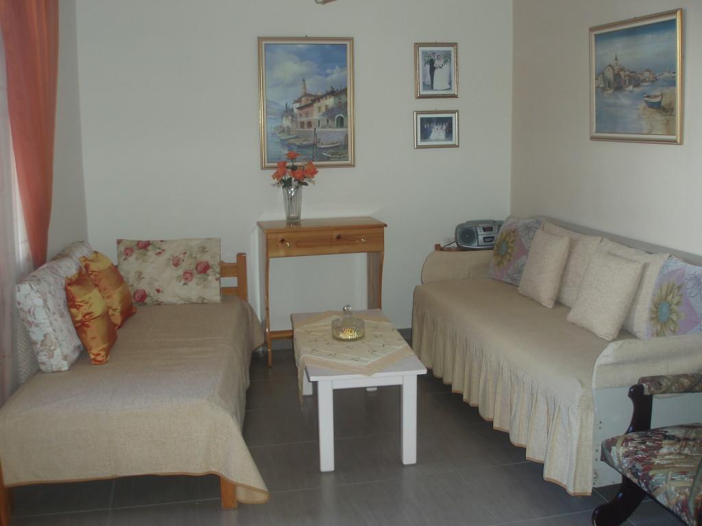 Room studio quadruple with sea view mountain view or for Garden studio rooms